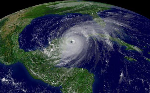 800px-Hurricane_Wilma_200510212015